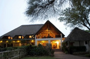 the-garden-lodge-wetu (6)